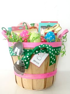 Put together a perfectly preppy Easter surprise with these Easter basket ideas for teen girls.  The holidays are so easy with itty bitties – a plushie, a few plastic eggs and some inexpensive candy and you're set! It takes a bit more work to please a teen…This year I am putting together baskets for my boyfriend's teenage …