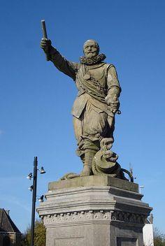 Standbeeld van Piet Heyn, de veroveraar van de zilvervloot. In 1870 opgericht op het Piet Heynsplein te Rotterdam, gegoten door Joseph Graven.