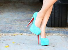 I could never wear such heels without breaking my legs but I love the colour and the red Louboutin sole!!!