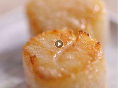 Julien Montbabut, chef des cuisines du Restaurant (1 étoile au Michelin), nous livre tous ses secrets pour réussir la cuisson des noix de saint-jacques.