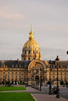Late afternoon light on the dome of Hotel des Invalides in Paris (CW20-4)