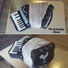"""Pastel Acordeón! #acordeon #instrument #musica #music #3dcake #fondantcakes #fondant #fondantart #cakedesign #instacake #cakestagram #bakery #pasteleia…"""