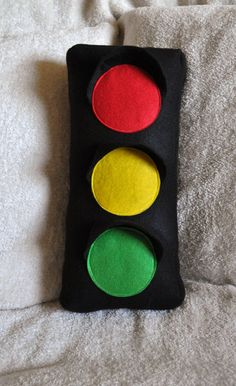 Magnetic Traffic Light W Pizza Pans Kids Decor Ideas - Traffic light for bedroom