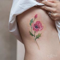 Lovely watercolor flower tattoo on rib cage by Tattooist River Watercolor Poppy Tattoo, Poppies Tattoo, Watercolor Flowers, Flower Tattoo On Ribs, Flower Tattoo Designs, Flower Tattoos, Inspiration Tattoos, Cute Tattoos For Women, Tattoos For Guys