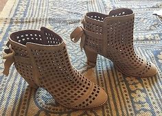 FREE People Faryl Robin suede boots in taupe sz 8.5