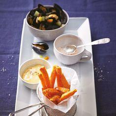 """Süßkartoffel-Fritten mit Miesmuscheln und Chili-Mayonnaise Die Süßkartoffel ist zwar keine Kartoffel, aber frittiert absolut himmlisch. <a href=""""/rezepte/rezepte/suesskartoffel-fritten-mit-miesmuscheln-und-chili-mayonnaise"""">Zum Rezept: Süßkartoffel-Fritten mit Miesmuscheln und Chili-Mayonnaise</a>"""