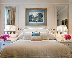 Hôtel Four Seasons George V Paris > Deluxe Room > Parfaites pour travailler et se détendre, les chambres Deluxe sont joliment équipées.
