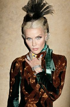 Daphne Guinness - All seeing eye, undead eyes, I do like goth when it is done as well as this.