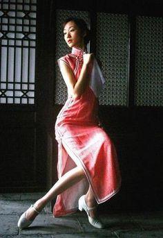 http://bit.ly/1yfptpz 生足セクシー☆なチャイナドレスのちょいエロ画像を集めました!なんでチャイナドレスってエロいんだろう・・お気に入り画像はRTお願いします!!