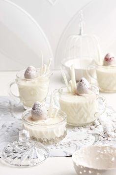 White chocolate panna cotta    Hierdie resep het my assistent Tanya Pöhl vir my gegee. Die lekker daarvan, soos sy sê, is die jogurt, want dit breek die witsjokolade se skerp soet.