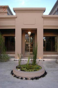 Estudio Clariá y Clariá Modern Bungalow House, Modern House Design, Pueblo House, Casas Country, House Outside Design, House With Porch, House Inside, House Elevation, Building Exterior