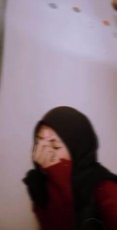Hijabi Girl, Girl Hijab, Aesthetic Photo, Aesthetic Girl, Foto Mirror, Cool Boy Image, Gangsta Girl, Girl Trends, Fake Photo