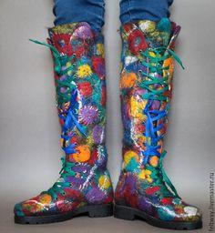Купить или заказать Ботинки войлочные 'ЛИЧНОСТЬ!' в интернет-магазине на Ярмарке Мастеров. ПРОДАНЫ Войлочные сапоги на шнурках, войлочные ботинки, зимние ботинки, зимняя обувь, креативная обувь. веселое настроение, авторская обувь ручной работы - все это для Вас, девушка с яркой личностью! Цельноваляные, собраны по сапожной технологии - пятка и нос жесткие, как на сапогах. В декоре ручная вышивка, машинная вышивка свободным ходом, шнурок сменный :-) - подходят множество цветов шнурка…