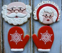 Learn how to make easy and fun Christmas treats for kids to make - sugar cookies! These recipes are super easy to make and will make the perfect holiday desserts over the festive season! Christmas Sugar Cookies, Christmas Sweets, Noel Christmas, Christmas Goodies, Holiday Cookies, Christmas Baking, Holiday Desserts, Fancy Cookies, Iced Cookies