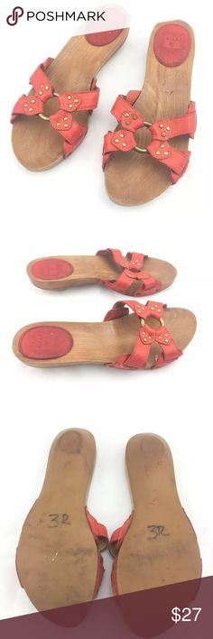 Free Sz 9 Ellie Ring Slides Orange Wooden Sandals Some dirt/scuffs/signs of wear. Please see photos. These definitely have some life left in them! Frye Shoes Sandals