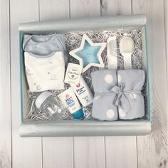 New baby gifts box ideas ideas Baby Gift Box, Baby Shower Gift Basket, Baby Box, Baby Shower Gifts, Baby Shower Presents, Gift Baskets For Women, Diy Gift Baskets, Christmas Gift Baskets, Corporate Gift Baskets