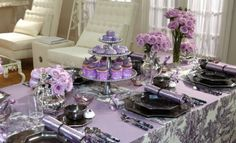 Sandra Lee tablescape.