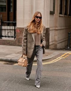 My Busy Friends Rely on These 7 Brainless Winter Outfits If you're looking for cute and easy winter outfit ideas, check out these seven simple outfits fashion girls love to streamline their morning routines. Max Mara, Simple Winter Outfits, Winter Style, Animal Print Skirt, 30 Outfits, London Fashion Weeks, Style Snaps, Cool Street Fashion, Street Chic