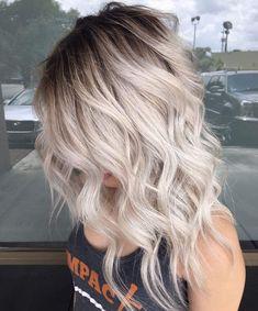 White Blonde Hair, Blonde Hair Shades, Light Blonde Hair, Blonde Hair With Highlights, Blonde Waves, Warm Blonde, Short Blonde, Winter Blonde, Chunky Highlights