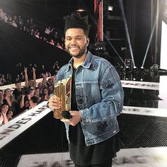so so so proud congratulations angel ❤️🙏🏼✨ || #TheWeeknd #NMA2017