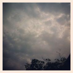 cielo grigio e pioggia in agguato: niente di nuovo per l'ennesimo 6 agosto