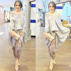 The social media darling with a love for Indonesian traditional attire. Kebaya Lace, Kebaya Brokat, Kebaya Dress, Batik Kebaya, Batik Dress, Lace Dress, Batik Fashion, Hijab Fashion, Fashion Dresses