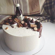 Последний именинник на этой неделе с тортом  Всем хороших выходных ✌️ погода радует ☀️ #томск #тортназаказтомск #тортомск #мужскойторт #морковный Alcohol Cake, Cake Decorating Piping, Bottle Cake, Baked Bakery, Best Vegan Chocolate, Dad Birthday Cakes, 21st Cake, Icebox Cake, Dessert Decoration