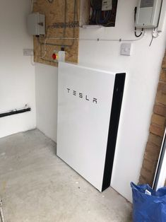 Tesla Powerwall 2 Battery Storage Install, Pembury, Kent for Ms M. [2018] System size: 13.5kWh. Know anyone who may be interested? Please share or get in touch. #TeslaPowerwall #Pembury #Kent https://www.tlgec.co.uk/p/battery-storage-pembury-kent-ms-m/