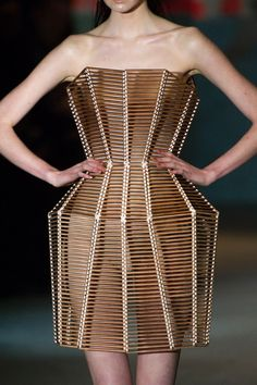 Architectural Fashion - structured dress with 3D silhouette; sculptural fashion // Serkan Cura Spring 2015 Structured Dress, Structured Fashion, Recycled Fashion, Fashion Details, 3d Fashion, Runway Fashion, Crinoline Dress, Fashion Architecture, Spring 2015