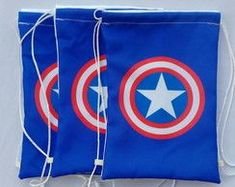 Mochilas Capitão America 3 Captain America Party, Captain America Birthday, Non Woven Bags, Diy Backpack, Avengers Birthday, String Bag, Sewing Leather, Candy Bags, Superhero Party