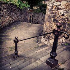 Gabriel's Road #stockbridge #edinburgh Stockbridge Edinburgh, Castle On The Hill, Brave Heart, Beautiful Streets, Edinburgh Scotland, Pure Beauty, Stairways, Old Photos, Wales