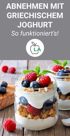 Griechischer Joghurt: Die Eiweißbombe zum Abnehmen [mit 5 Rezepten] Lose weight with yogurt and live healthy? Here we show you why Greek yogurt accelerates fat loss and is the best dessert for losing weight. Healthy Dessert Recipes, Keto Snacks, Fun Desserts, Smoothie Recipes, Low Carb Protein, Weight Loss Smoothies, Greek Recipes, Greek Yogurt, Healthy Living