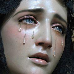 Glitter art by Yana Potter🧚♀️ Crying Aesthetic, Angel Aesthetic, Aesthetic Art, Glitter Art, Mother Mary, Renaissance Art, Religious Art, Religious Icons, Virgin Mary