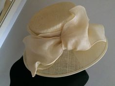 NEW WITH TAGS PALE YELLOW WIDE BRIMMED HAT WITH LARGE STRAW & ORGANZA BOW