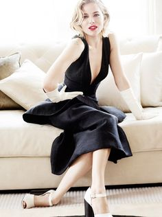 Sienna Miller Delivers All-Star Glamour In Mario Testino Images For Vogue UK October 2015 - News for Women, Fashion & Style, Women's Rights - Women's Fashion & Lifestyle News From Anne of Carversville Mario Testino, Sienna Miller, Vogue Uk, Vogue Korea, Vanity Fair, Magazine Vogue, Photo Portrait, Vogue Covers, Donna Karan