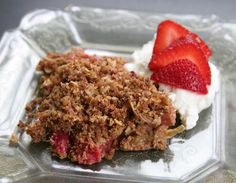 A healthier twist on rhubarb crisp! recipe by @sophieherbert16