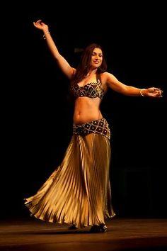 Serena Ramzy belly dancer