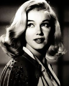 marilyn monroe - lookin like Norma jean :) Hollywood Glamour, Classic Hollywood, Old Hollywood, Hollywood Makeup, Stars D'hollywood, Marilyn Monroe Fotos, Photo Star, Actrices Hollywood, Celebrity Gallery