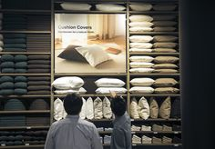 We can finally get our hands on the enormously popular Japanese brand. Fashion Shop Interior, Retail Interior Design, Retail Store Design, Muji Store, Ikea Showroom, Showroom Ideas, Window Display Retail, Visual Merchandising Displays, Bedding Inspiration