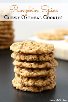 Pumpkin Spice Chewy Oatmeal Cookies-- and these for dessert! Just Desserts, Delicious Desserts, Yummy Food, Autumn Desserts, Baking Recipes, Cookie Recipes, Dessert Recipes, Cookie Ideas, Croissants