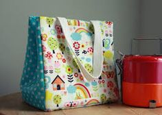 Sewing Tutorials Free Free Bag Pattern and Tutorial - Lunch Bag - This bag is fully lined, insulated and fastens with a magnetic snap closure at the top. Find the free bag pattern here Sewing Hacks, Sewing Tutorials, Sewing Crafts, Sewing Projects, Sewing Patterns, Free Tutorials, Bag Patterns, Sewing Ideas, Sewing Tips