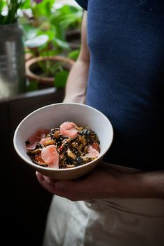 Orientalny podsmażany makaron z owocami morza – White Plate