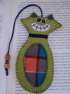 marcapaginas de fieltro gato verde de El rinconcito de Zivi por DaWanda.com