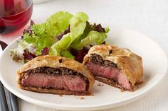 Prepare our Individual Beef Wellington Recipe when you're expecting guests! Christmas guests will feel special with this Individual Beef Wellington Recipe.