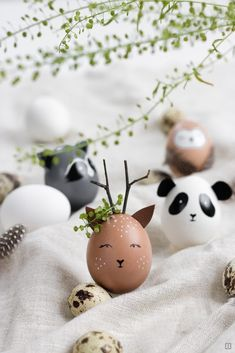 Ostereier als Wildtiere bemalen – Waschbär, Reh, Eule oder Panda – Ostern wird … Paint Easter eggs as wild animals – raccoon, deer, owl or panda – Easter is celebrated without rabbits and lamb! Easter Egg Crafts, Easter Gift, Happy Easter, Easter Eggs, Easter Dyi, Easter Egg Designs, Diy Ostern, Easter Table, Egg Decorating