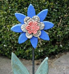 Gartendekoration - Keramik-Blume-Blau - ein Designerstück von Kunst-und-Keramik bei DaWanda
