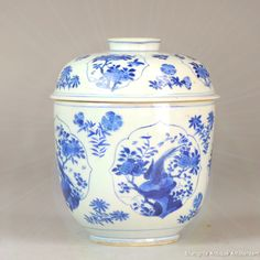 A fabulous Kangxi blue & white jar with pheasants. Very typical Kangxi quality! Available in our auction that ends tomorrow. http://www.ebay.com/itm/132135653611?ssPageName=STRK:MESELX:IT&_trksid=p3984.m1558.l2649  #Chineseart #Qing #Kangxi #MarkandPeriod #Blueandwhite #China #Chineseculture #Oriental #Styled #antiqueplate #porcelain #antiques #antiqueporcelain #Phoenix #chineseporcelain #chineseantique #homedecor #tableware #interior #antiquities #antiqueshop #antiquedesign #antique..