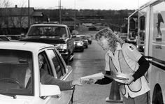 From the Archives: Long hours, long lines at post office for late tax filers