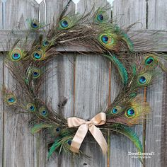 Doodlecraft: Peacock Feather Wreath! Peacock Wreath, Peacock Decor, Peacock Design, Peacock Crafts, Feather Wreath, Feather Bouquet, Peacock Art, Peacock Colors, Feather Art