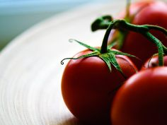 10 Things to Do: Garden Fresh Tomatoes | Knickerbockerglory  in honor of Summer – and everything that it entails – today I'd like to give you 10 ideas for things you should do with garden fresh tomatoes. And remember – these are just a guide! Feel free to put your own spin on any of these ideas and relish the flavors. After all, creating wow moments starts with an idea; how will you create yours? http://theculinaryexchange.net/blog/10-things-fresh-tomatoes/